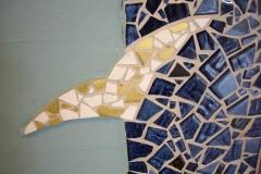 """Vægudsmykning i mosaik. udført af Marie Elisabeth A. Franck Mortensen, """"De Kreative Mellemrum"""""""
