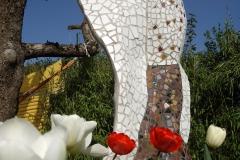 """Føniks-skulptur i mosaik, udført af Marie Elisabeth A. Franck Mortensen, """"De Kreative Mellemrum"""""""