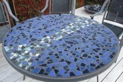 """Bordplade i mosaik, udført af Marie Elisabeth A. Franck Mortensen, """"De Kreative Mellemrum"""""""