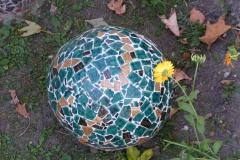 """Skulptur i mosaik, udført af Marie Elisabeth A. Franck Mortensen, """"De Kreative Mellemrum"""""""