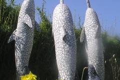 """Delfin-skulpturer i mosaik, udført af Marie Elisabeth A. Franck Mortensen, """"De Kreative Mellemrum"""""""